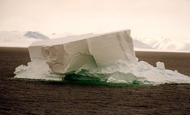 Antarctica pictorial 05 iceberg