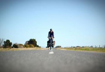 Tim Moss, Oncoming Traffic. Cycling the world.