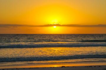 Bahamas. Sunrise. Pink sand beaches.