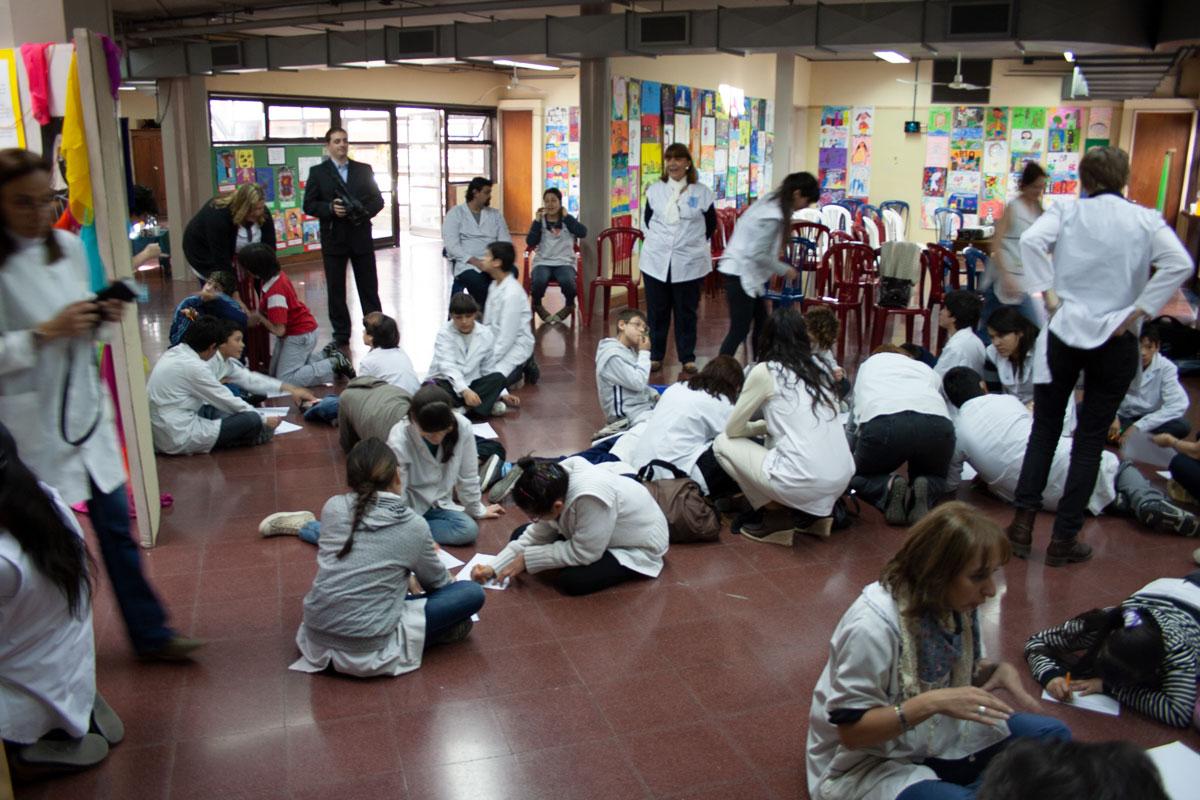 Students illustrating Argentina school